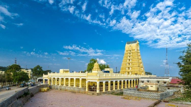Shri Chamundeshwari Temple in Mysore, India | © Vladimir Zhoga/Shutterstock