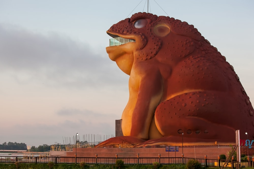 Yasothon's large toad statue