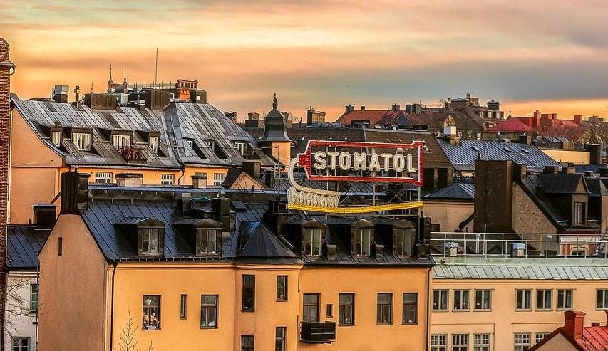 Stomatol,_a_famous_sign_in_Slussen_(Stockholm)_-_panoramio_(1)