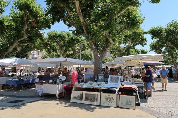 Antique market, Cannes |© Bex Walton / Flickr
