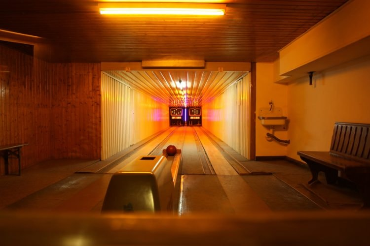 Tante Lisbeth has a bowling alley in its basement