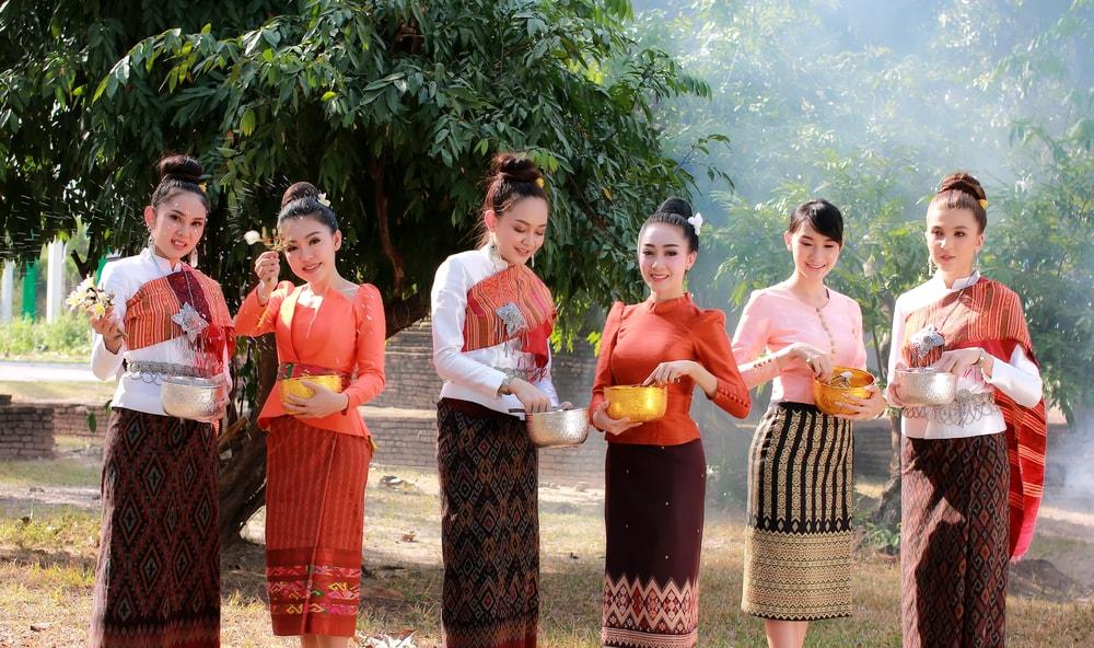 Chut Thai Thailands Beautiful Traditional Dress-1403