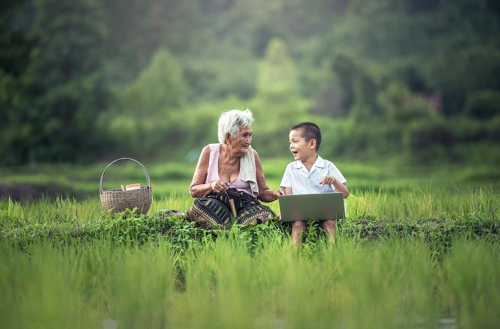 grandmother-1822564_1280