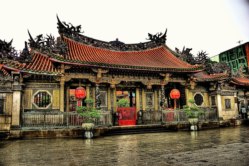7 Things You Should Know About Longshan Temple