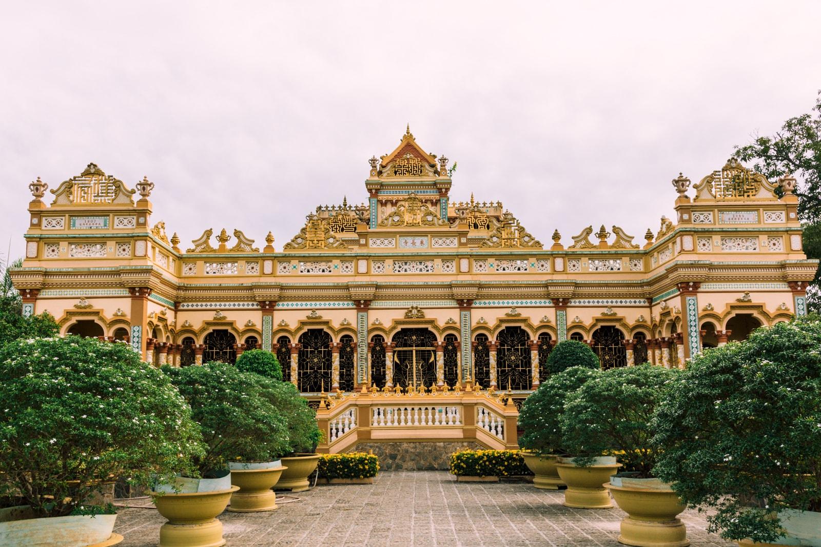 Vĩnh Trang Pagoda Vietnam S Gorgeous Buddhist Gardens