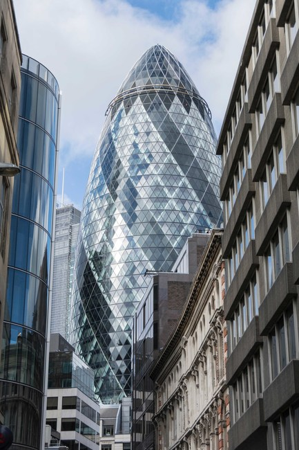 Londons Top 10 Iconic Buildings - London-gherkin-an-unusual-eggshaped-building