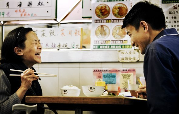 simple-life-2011-002-ah-tao-and-roger-eating-laughing_590