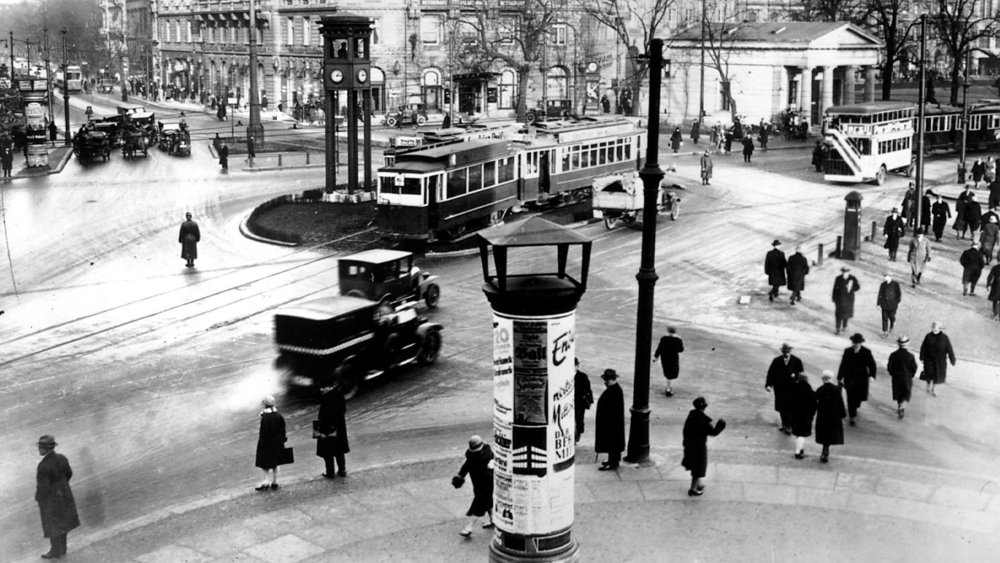 'Berlin: Symphony of a Great City'(1927) chronicles a day in the German capital