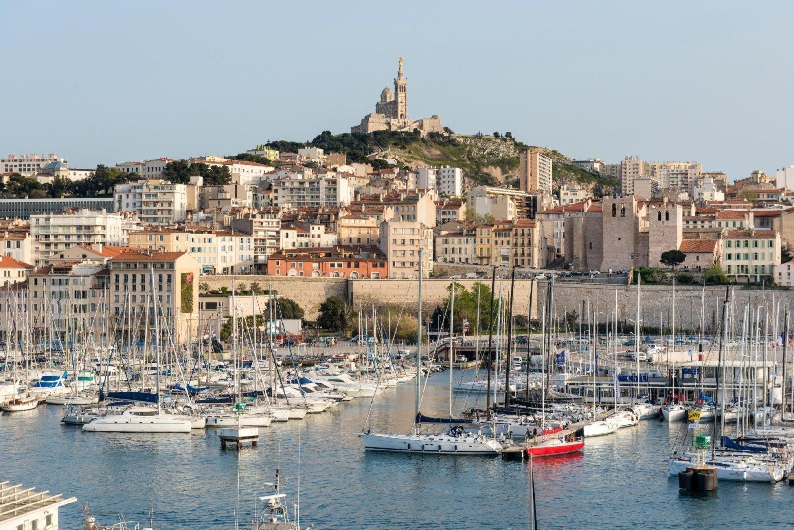 Basilique Notre-Dame de la Garde, Old Port of Marseille harbour (Vieux Port), Marseille, Bouches-du-Rhone, Provence, France