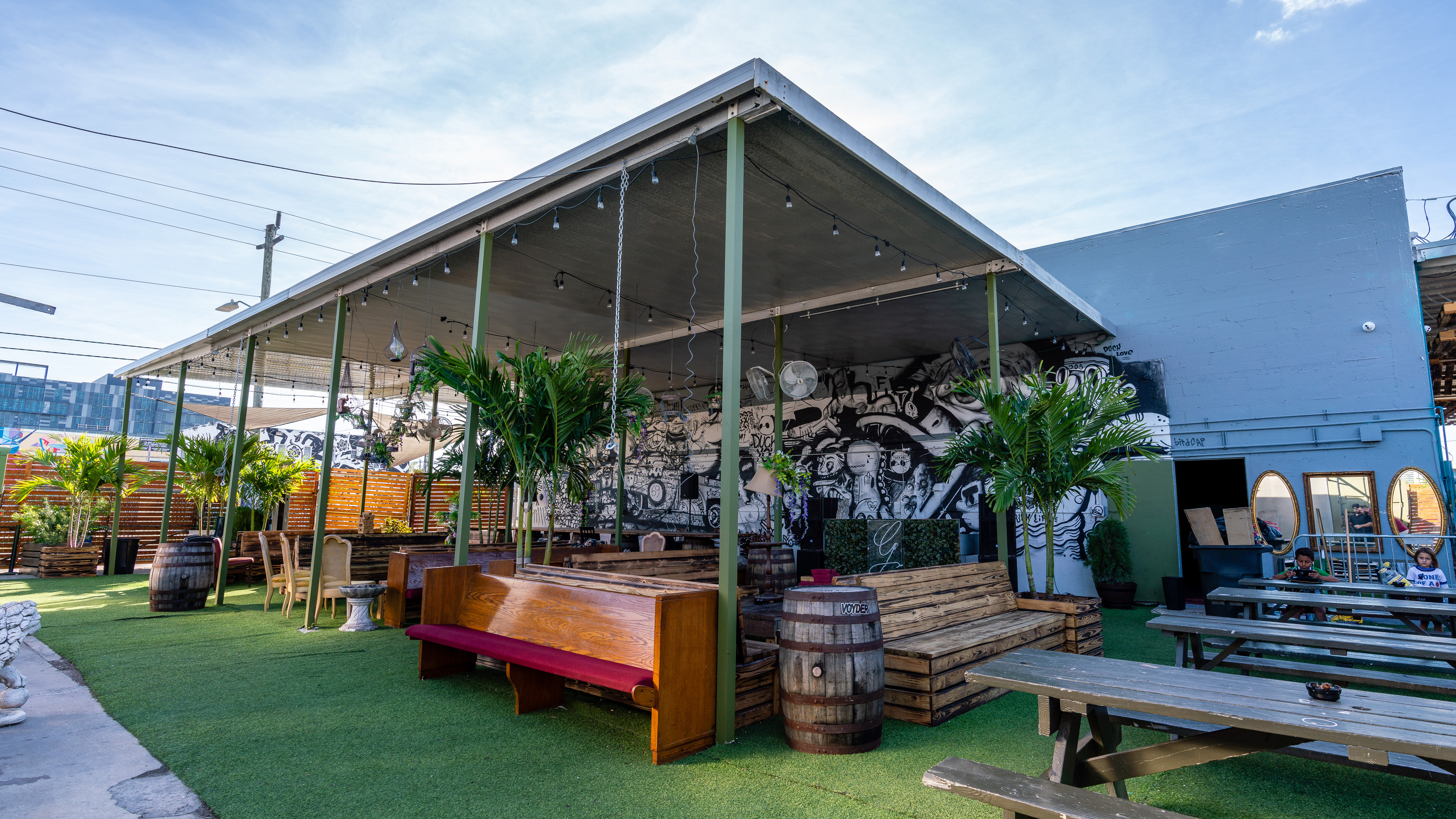 The 7 Coolest Bars In Wynwood Miami