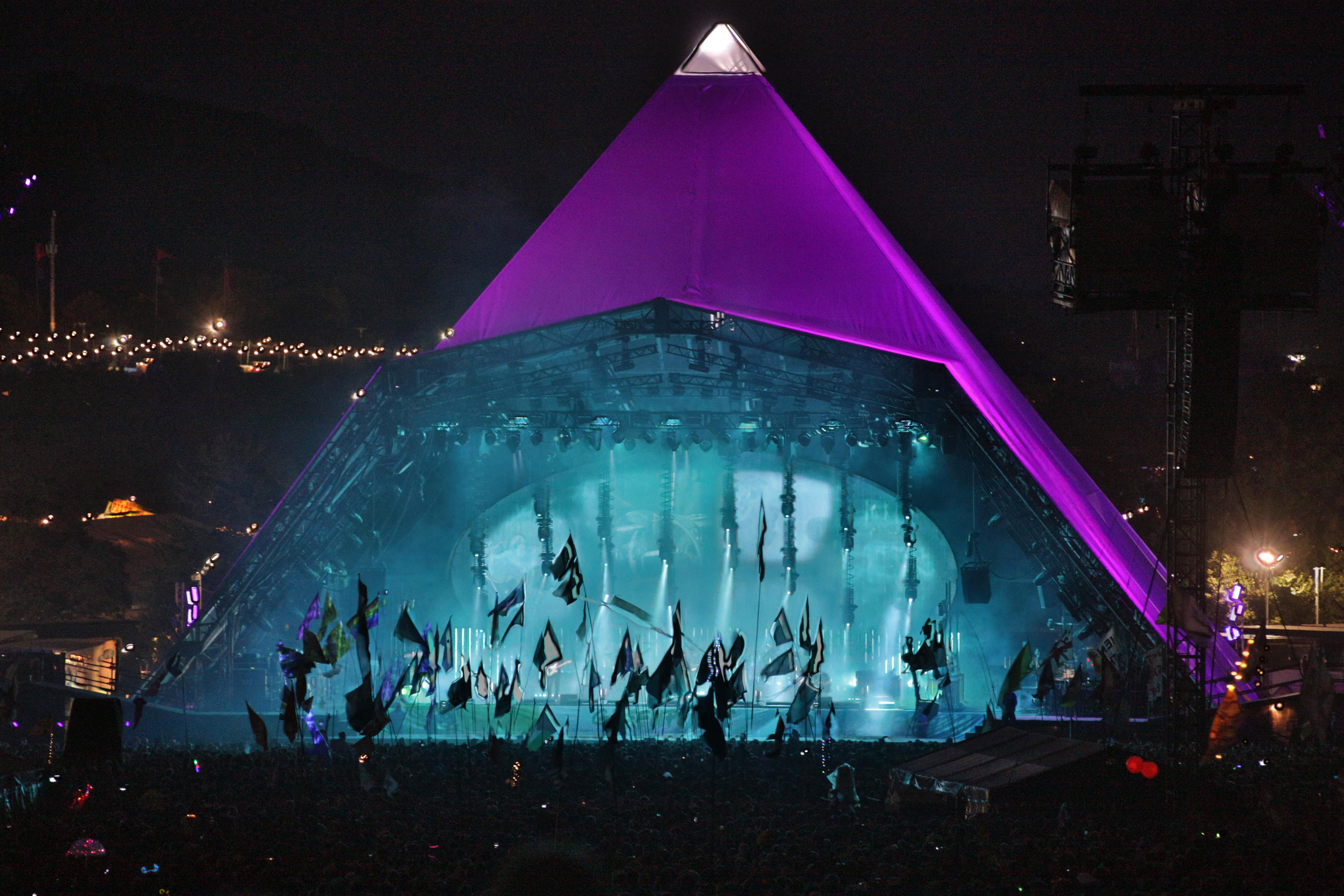 Glastonbury, UK. 23rd June, 2017. A view of the Pyramid stage during Radiohead's headline performance on Day 1 of the 2017 Glastonbury Festival at Worthy Farm in Somerset. Photo date: Friday, June 23, 2017. Credit: Roger Garfield/Alamy Live News