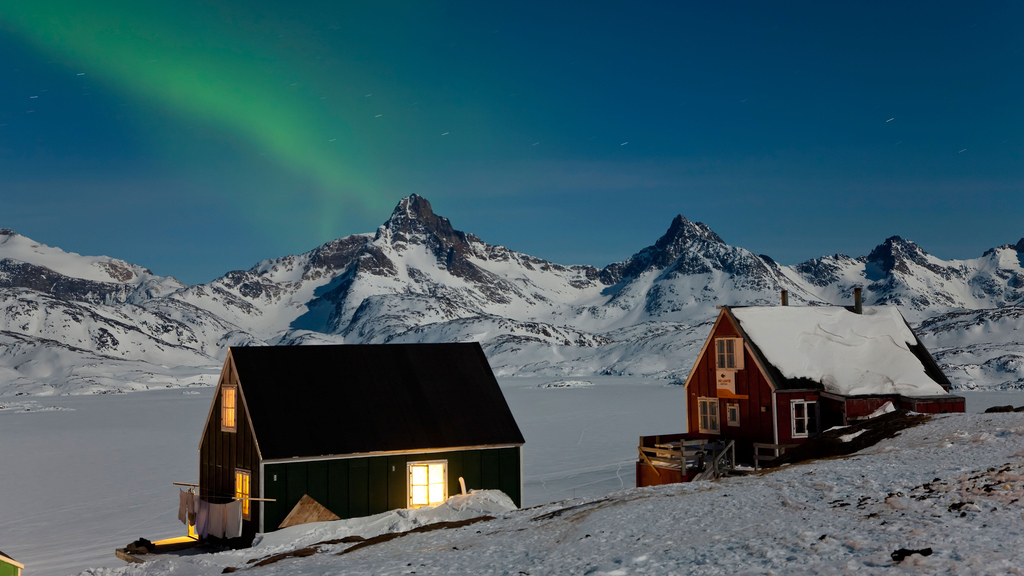 Iceland vs Greenland: Where is The Best Country to See the Northern Lights?