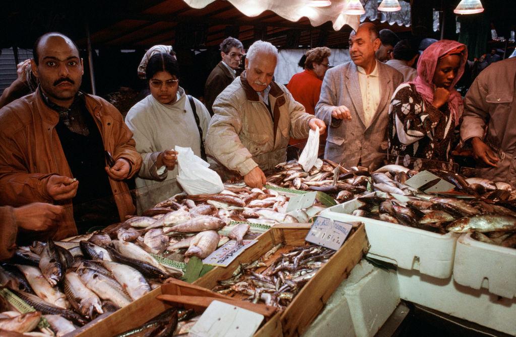 Etal de poissons au marché de Belleville