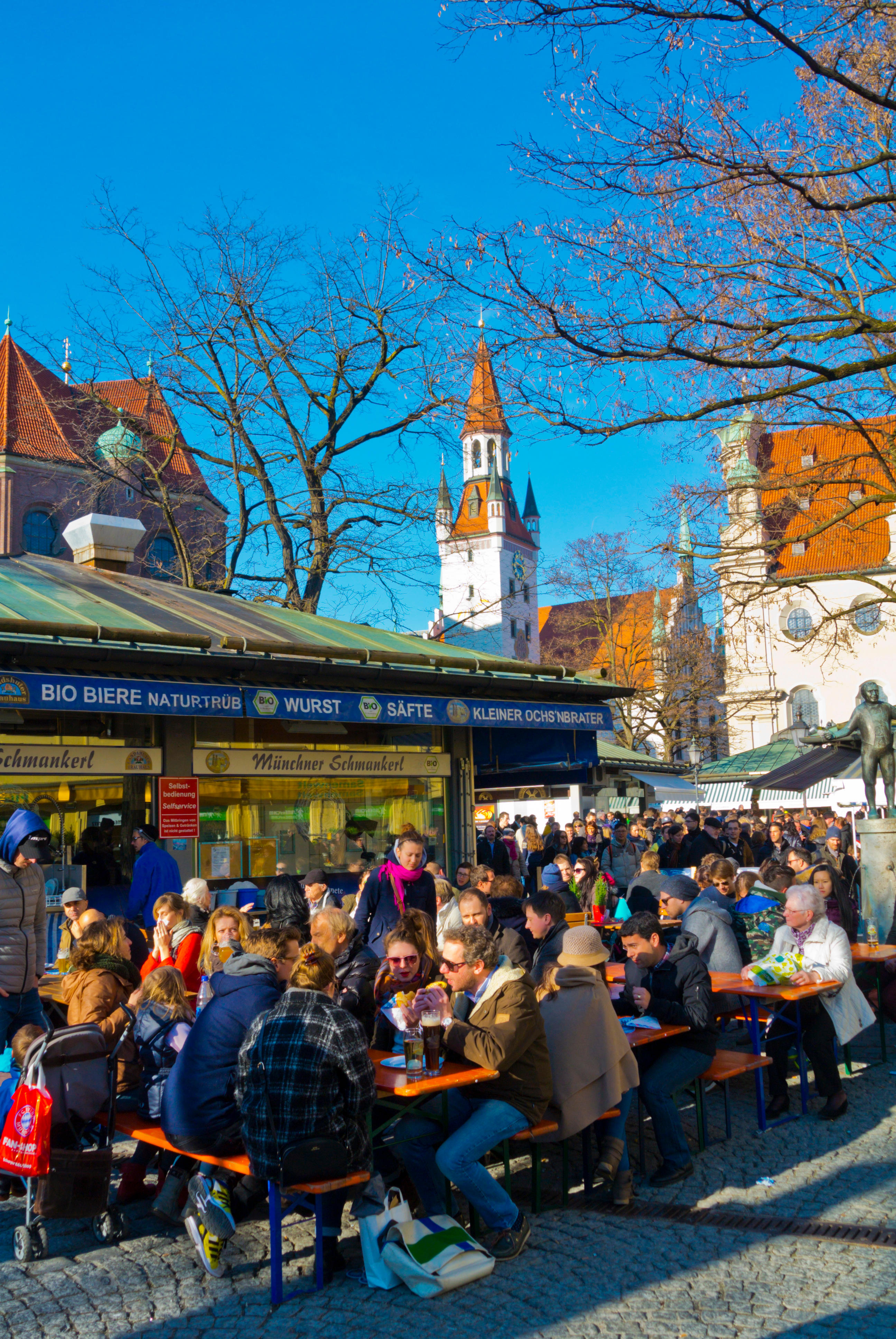Restaurant terraces, Viktualienmarkt, main market square, Altstadt, old town, Munich, Bavaria, Germany