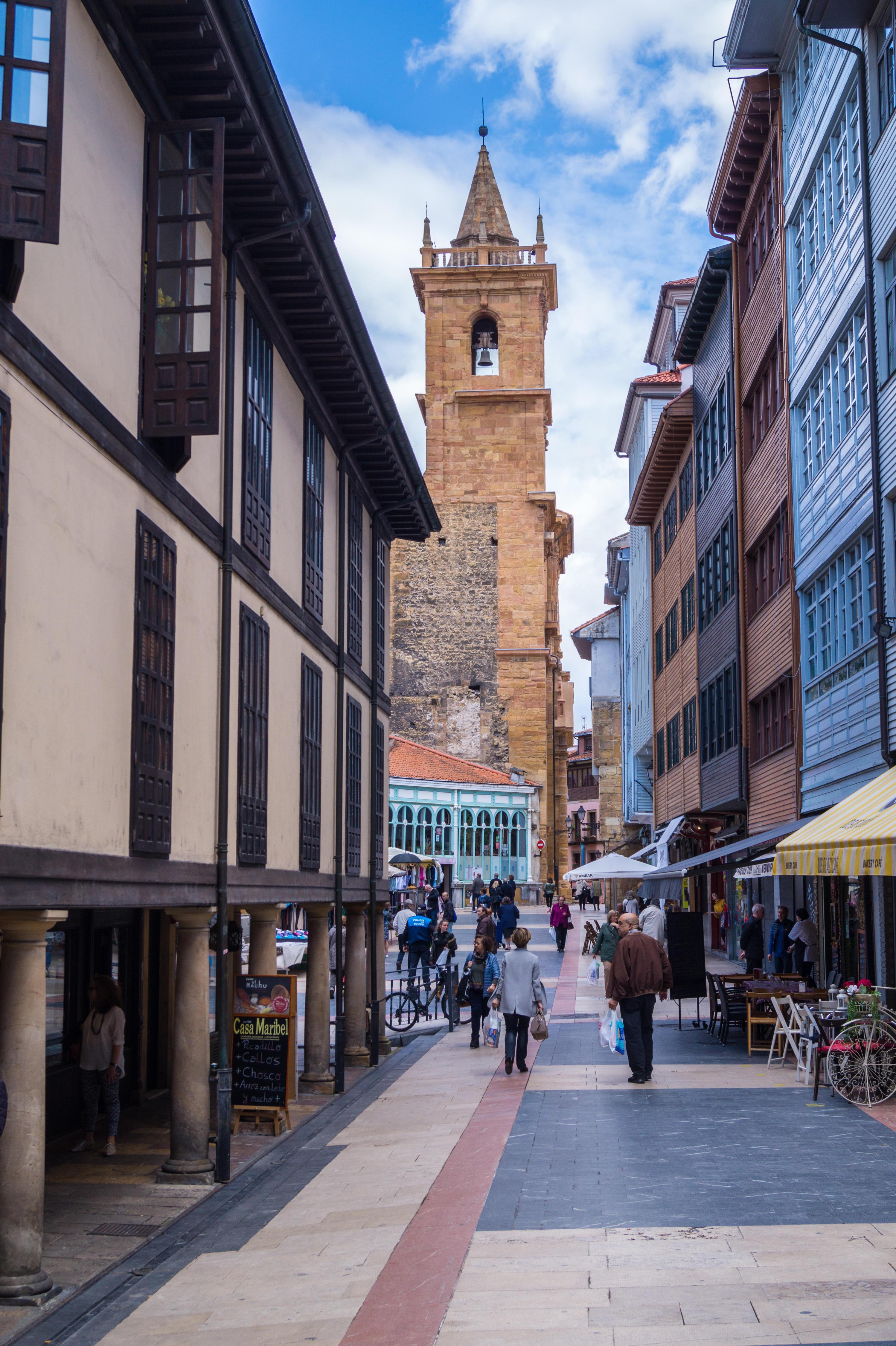 Church of San Isidoro, 1587, and Mercado Fontan, Plaza de la Consitucion, Oviedo, Asturias, Spain