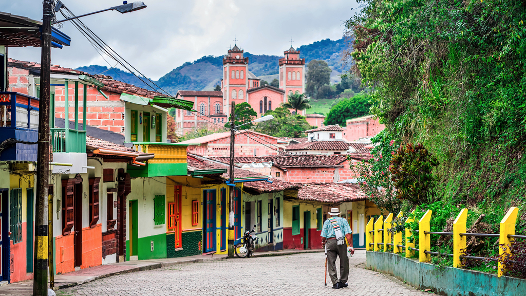 Things Tourists Should Never Do In Colombia Ever